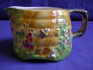 Royal Winton Bee Hive Creamer