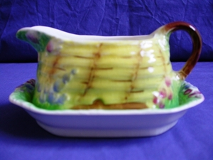 Royal Winton Bee Hive Gravy Boat & Underplate